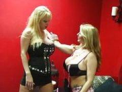 Blonde Lesben mit mega Titten